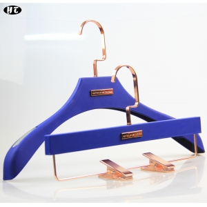 Factory price blue rubber coated plastic hanger