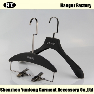 WSR-003 black rubber coated hanger for woman