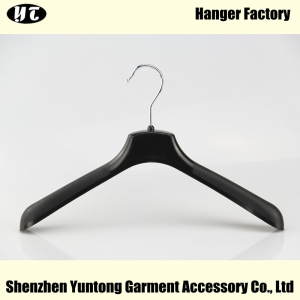 WTP-002 black plastic hanger wide shoulder plastic hanger for women