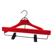 China Customized hot red velvet flocked plastic hanger Christmas and New year gift hanger fábrica
