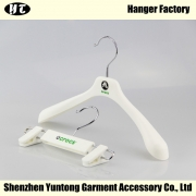 China KSP-001 white plastic kids clothes hanger pant clips hanger with brand logo factory