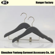 China KSW-003 custom color rubber coated wooden hanger kids hanger with clips factory