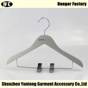 China KSW-006 grey silver wooden kids clothes hanger with clips factory