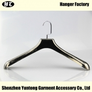 China MTE-003 Fashion gun black electroplated plastic hanger top suit coat hanger factory