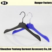 China MTP-005 hot sale plastic T-shirt hanger thin clothes hanger factory