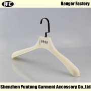 China MTR-001 plastic men coat hanger rubber coated clothes hanger factory