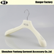 China MTV-001 plastic velvet coat hanger flocked antislip clothes hanger factory