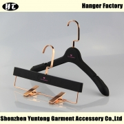 China WSR-001 black rubber coated plastic hanger for women clothes factory