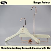 China WSW-001 white wooden coat hanger with rose gold hook skirt hanger factory