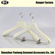 China WSW-016 cream white boutique wooden top hanger clothes hanger with metal clips factory