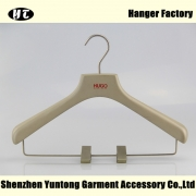China WSW-017 wooden suits hanger with metal clips for high end custom factory