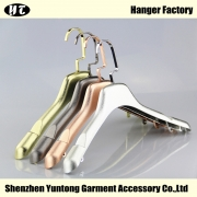 China WTE-001 luxury plastic electroplated jacket hanger shirt hanger factory