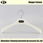 China WTP-004 cheap plastic coat hanger good quality hanger factory