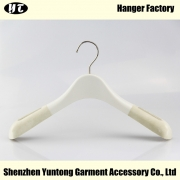 China WTV-003 ivory white color velvet flocking nonslip dress plastic hanger velvet clothes top hanger factory