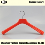 China WTW-005 factory red luxury heavy wooden coat hanger wood hanger with logo factory