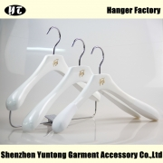 China Customize high quality white wooden hanger suit hanger[WSW-024] factory