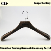 China High-end wood clothes hanger with metal plate logo China hanger supplier factory [MTW 014] factory